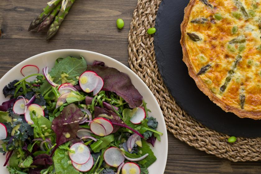 Quiche mit Edamame und grünem Spargel