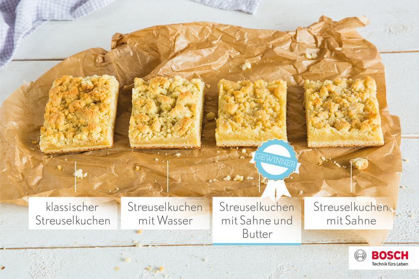 Vier verschiedene Streuselkuchen auf einem Stück Backpapier im Vergleich.