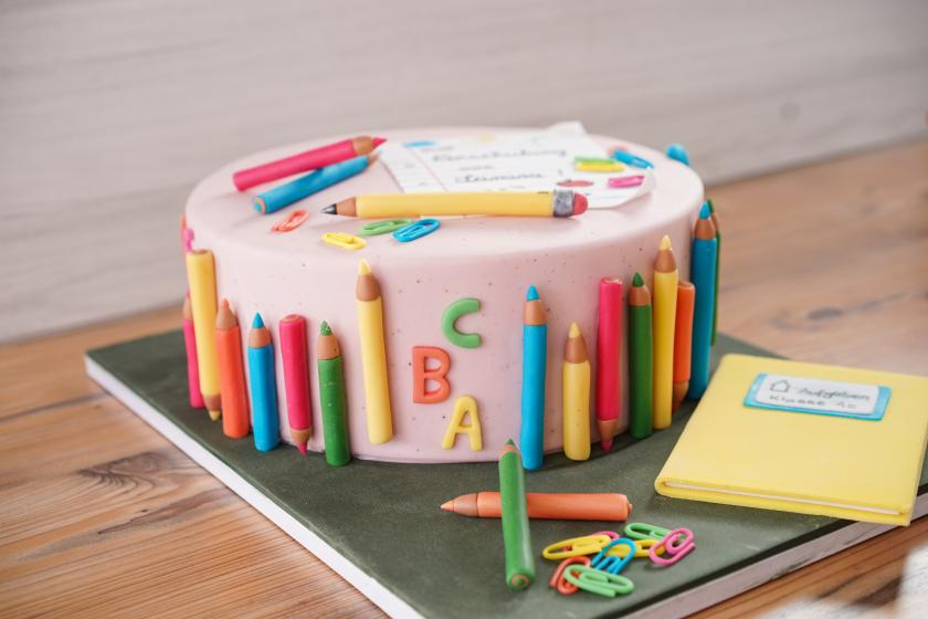 Torte Zur Einschulung Mit Video Und Kunterbunt
