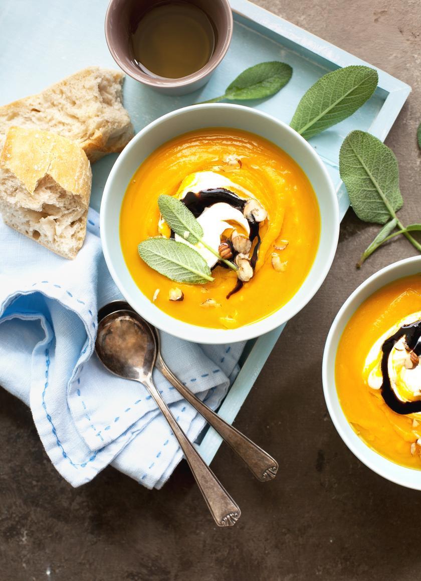 Zwei Schalen Kürbissuppe. Haltbar machen leicht gemacht.